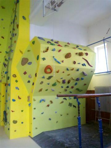 1100-lezecka-stena-piestany-gymnazium