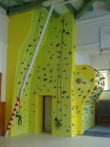1101-lezecka-stena-piestany-gymnazium-1