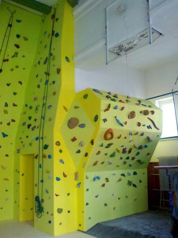 1102-lezecka-stena-piestany-gymnazium-2