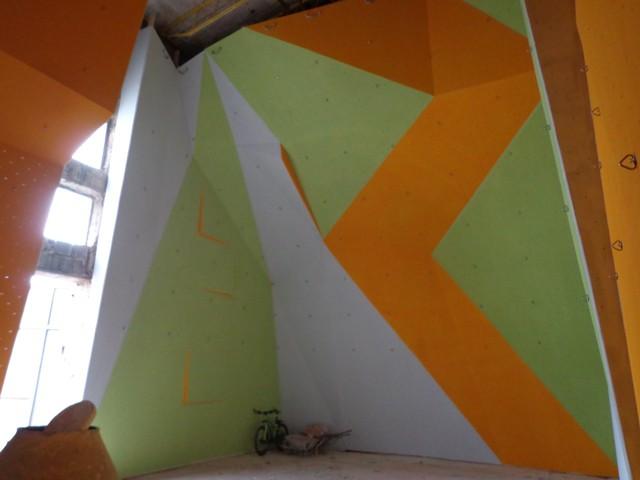 1325-rozlomity-stena-malovanie-11