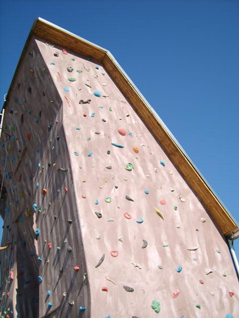 freestanding_climbing_wall_handlova