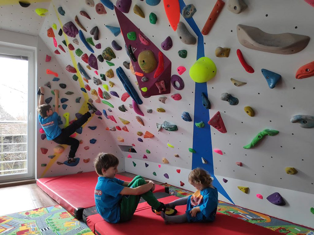 home-bouldering-wall-for-kids-2